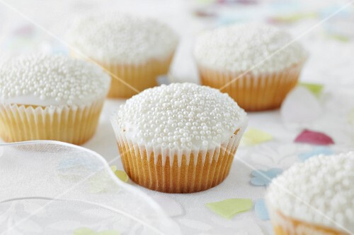 Cupcakes decorated with sugar pearls for a wedding
