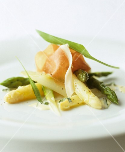 Green and white asparagus with dry-cured ham