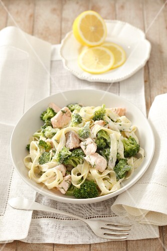 Tagliatelle with salmon, broccoli and a creamy dill sauce