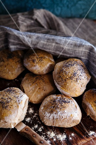 Orange rolls with rosemary and poppy seeds