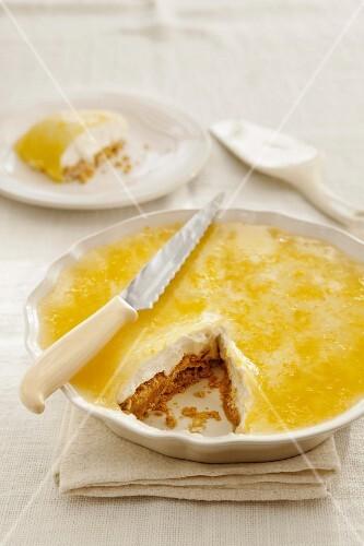 Vanilla cheesecake, sliced
