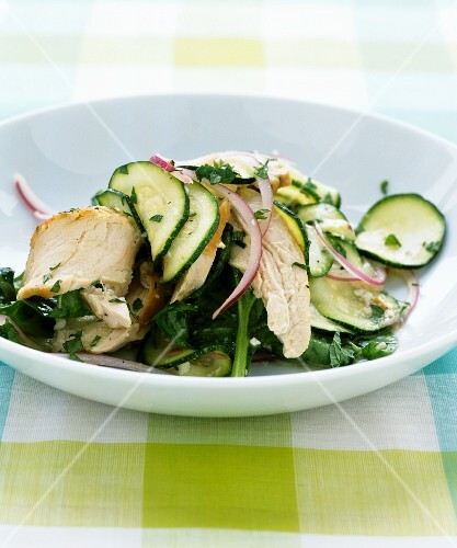 Cucumber salad with chicken, spinach and onions