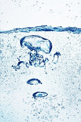 Air bubbles in water (close-up)