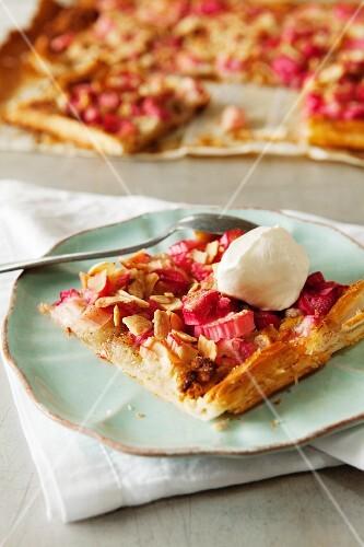 Rhubarb cake with almonds and vanilla ice cream