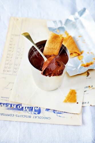 Mousse au chocolate with rolled wafers for dipping