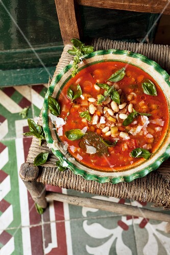 Minestrone with basil