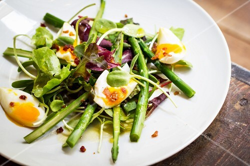 Asparagus salad with bacon and eggs