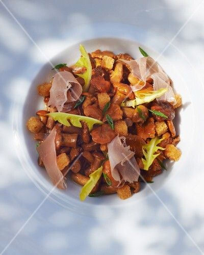 Chanterelles with dry-cured ham
