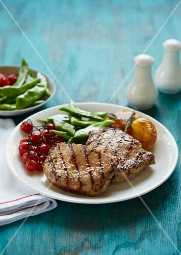 Pork steaks with roasted cherry tomatoes and green beans