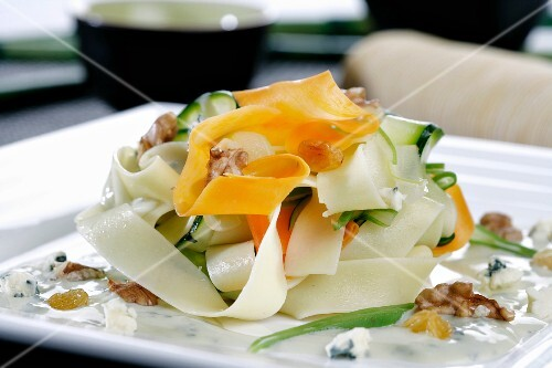 Vegetable pasta with nuts and blue cheese