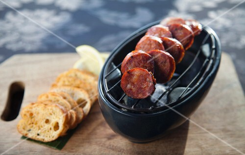 Grilled chorizo slices with toasted bread