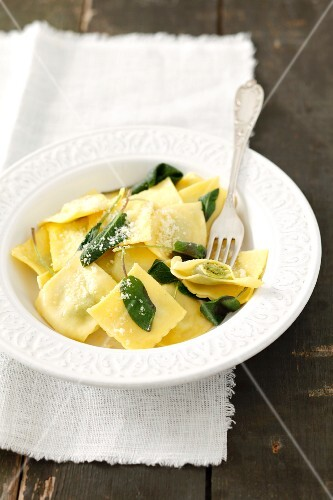 Ravioli with spinach and cheese