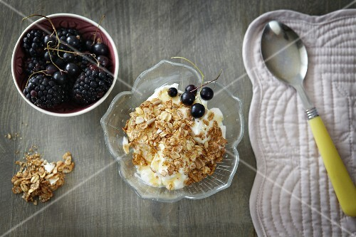 Greek yoghurt with honey, cereals and berries