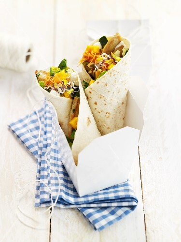 Wraps with mango and chicken