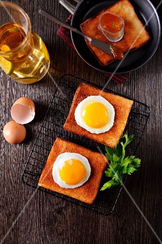 A breakfast of toast, fried egg and orange marmalade