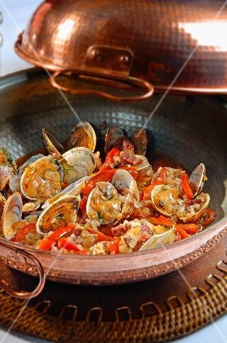 Ameijoas na cataplana (shellfish stew with chorizo and peppers, Portugal)