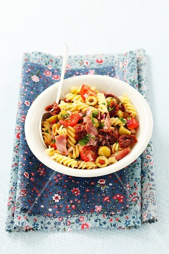 Pasta salad with sausage, dried tomatoes and parsley