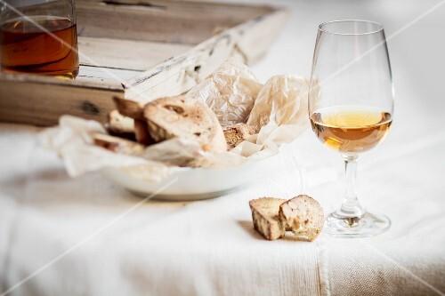 Cantucci e Vin Santo (almond biscuits with dessert wine)
