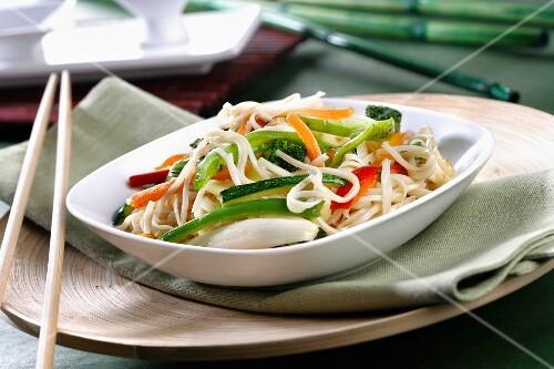 Stir-fried noodles and vegetables