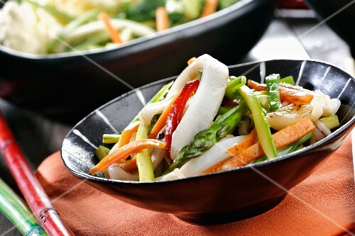 Stir-fried vegetables with squid