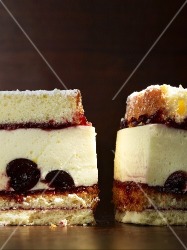 Cheesecake with Amarena cherries