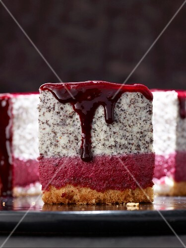 Poppyseed and blackcurrant torte