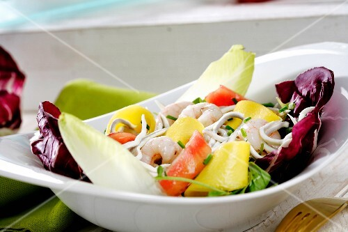Seafood salad with mango, chicory and red chicory