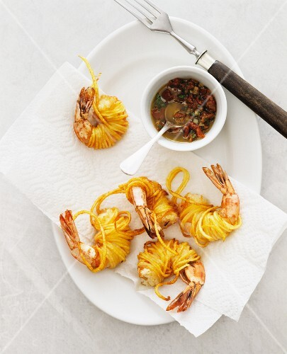 Prawns deep-fried in angel's hair noodles, with chilli sauce