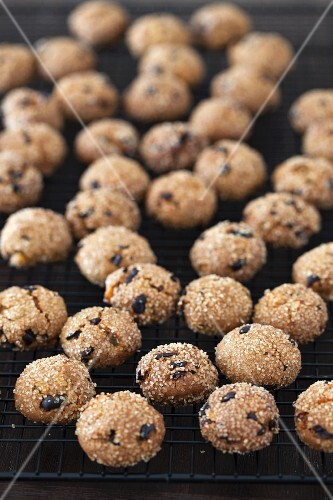 Apricot ginger bites with cocoa nibs