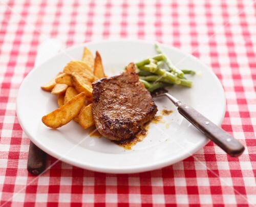 Beef steak with potato wedges and green beans