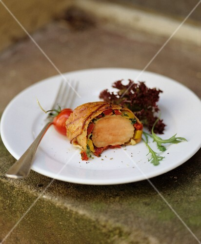Pork fillet with tomatoes, in strudel pastry