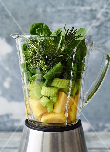 Ingredients for lettuce & herb smoothies and for rocket & celery smoothies, in a blender