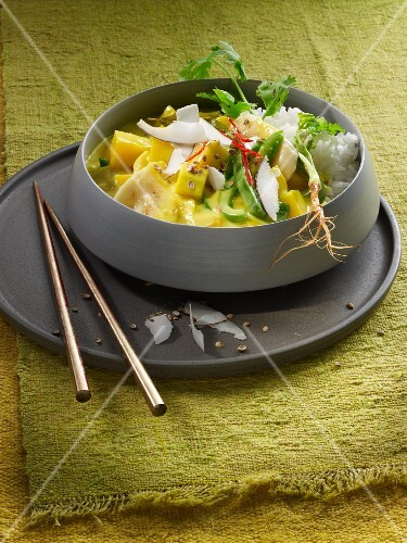 Mango and banana curry with peppers, coconut and rice (Asia)