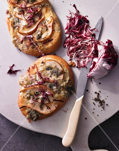 Pizza with red endive and pears