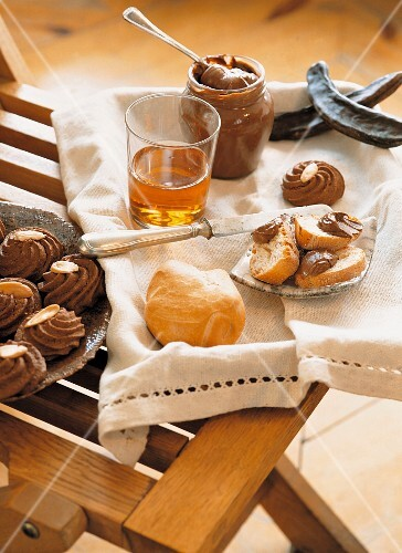 Carob biscuits and cream, Italy