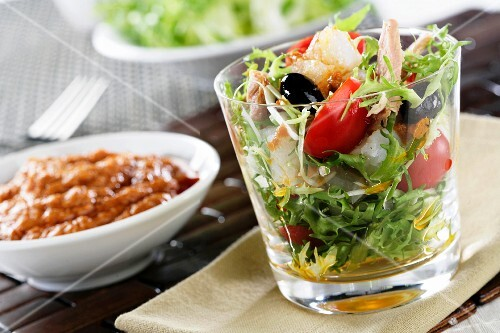 Frisée lettuce with tuna and cod
