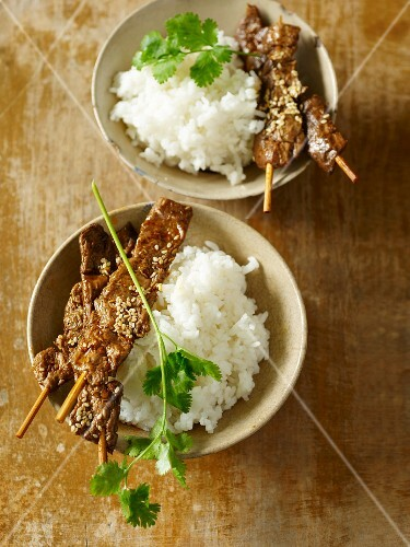 Seitan skewers with chilli and coriander