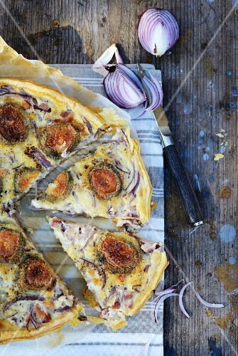 Red onion, goat's cheese and bacon tart