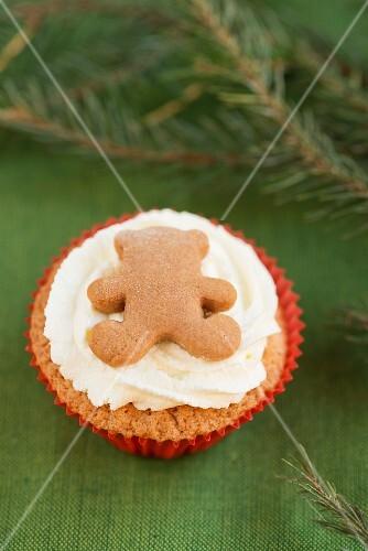 Christmas cupcake with a gingerbread teddy bear