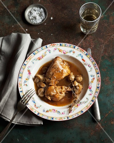 Pot-roast chicken with mushrooms