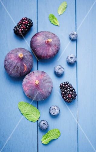 Fresh figs, blackberries and blueberries