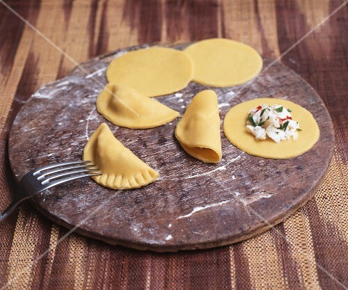 Filled ravioli, raw