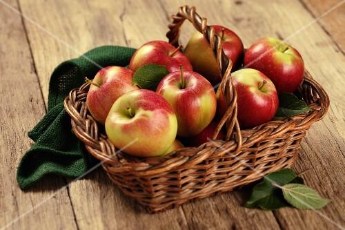 Several Braeburn apples in a basket