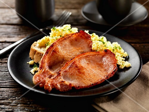 Bacon with toast and scrambled eggs