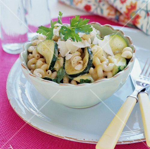 Pasta spirals with courgettes and parmesan