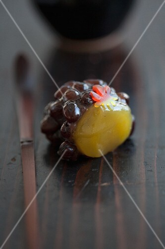 A wagashi grape made from kidney beans and chestnut paste