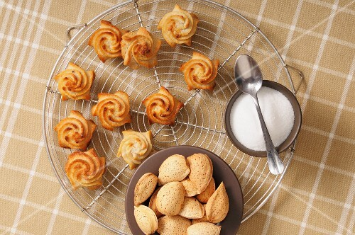 Piped almond biscuits