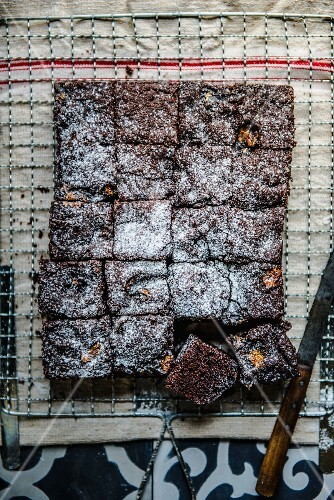 Cola cake with chocolate and icing sugar