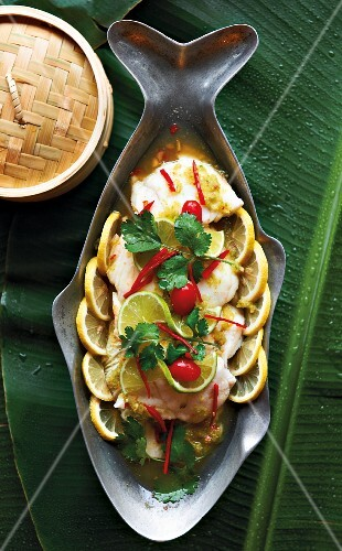 Steamed fish with lemon and coriander leaves (Asia)