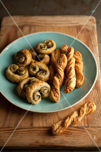 Crispy pastry straws and savoury palmiers